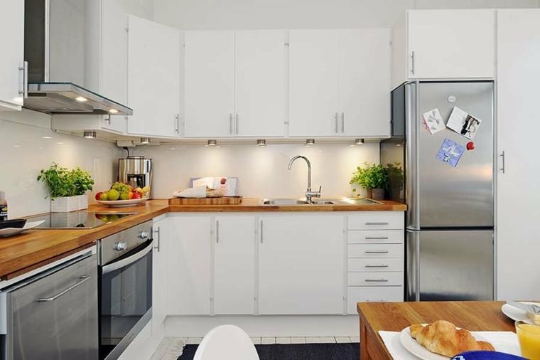 Come pitturare la cucina, mobili cucina di colore bianco, pavimento in piastrelle bianche