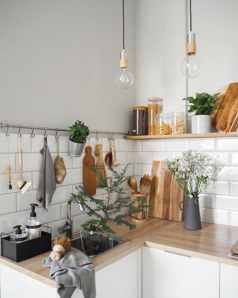 cucina moderna bianca e tortora top in legno paraschizzi con piastrelle bianche