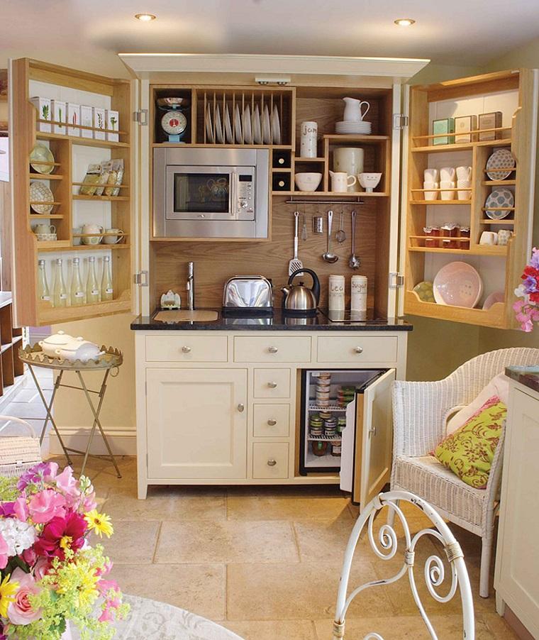 cucina piccola soluzione ben organizzata
