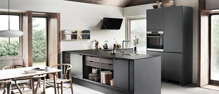 Cucine moderne bianche, mobili cucina colore grigio, cucina con tavolo da pranzo e sedie
