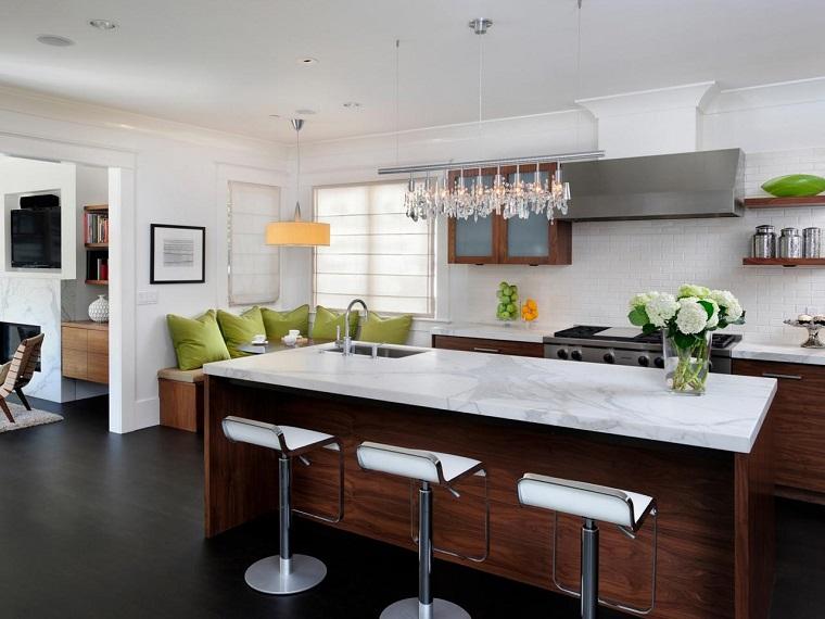 cucine con isola legno top marmo bianco