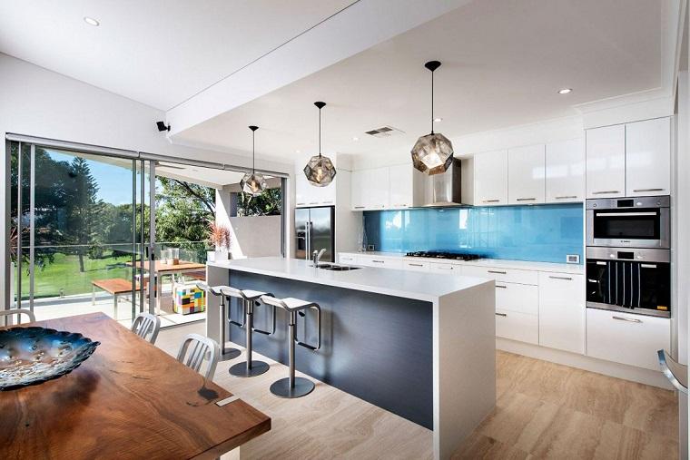 Cucina Con Isola Total White Interior Design : Cucina con isola tante idee all avanguardia insegna