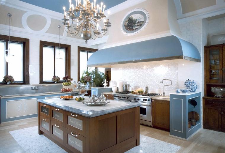 cucine di lusso idea grande cappa azzurra