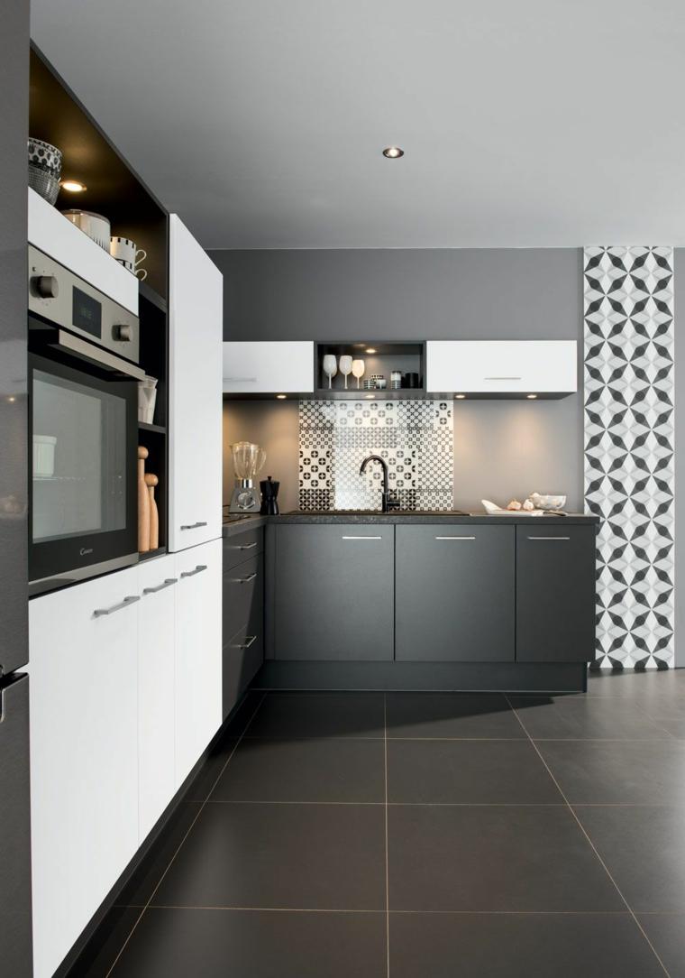 Abbinamento colori grigio, cucina con piastrelle di colore grigio, cucina con mobili bianchi