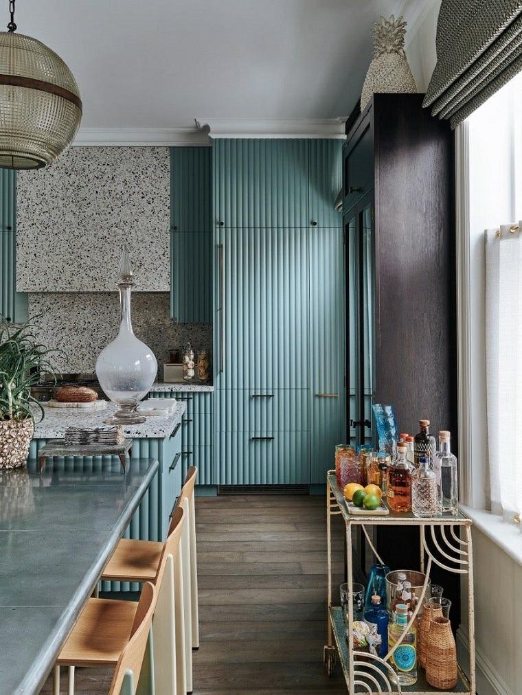 cucine stile provenzale mobili cucina di legno colore verde isola centrale con top di marmo