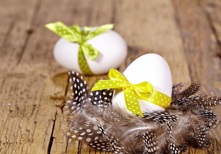 decorazioni di primavera uova fiocchetti