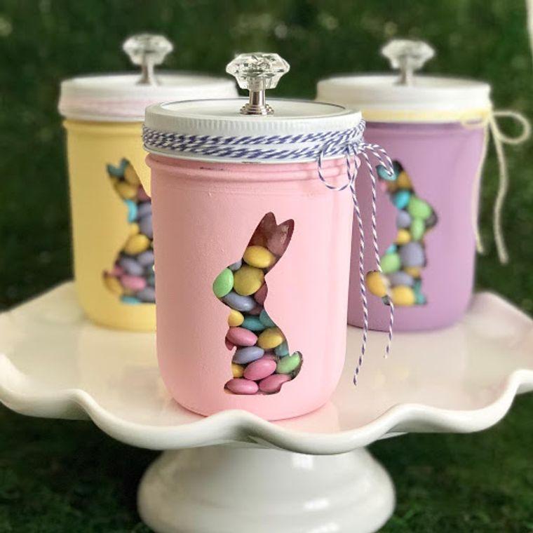 decorazioni uova pasquali barattolo di vetro dipinto con sagoma di coniglietto contenitore per caramelle