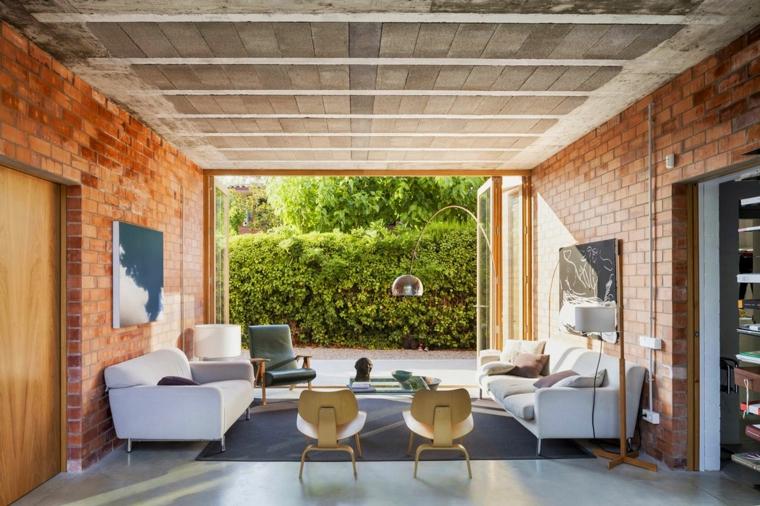 idea creativa arredare soggiorno vetrata molto grande