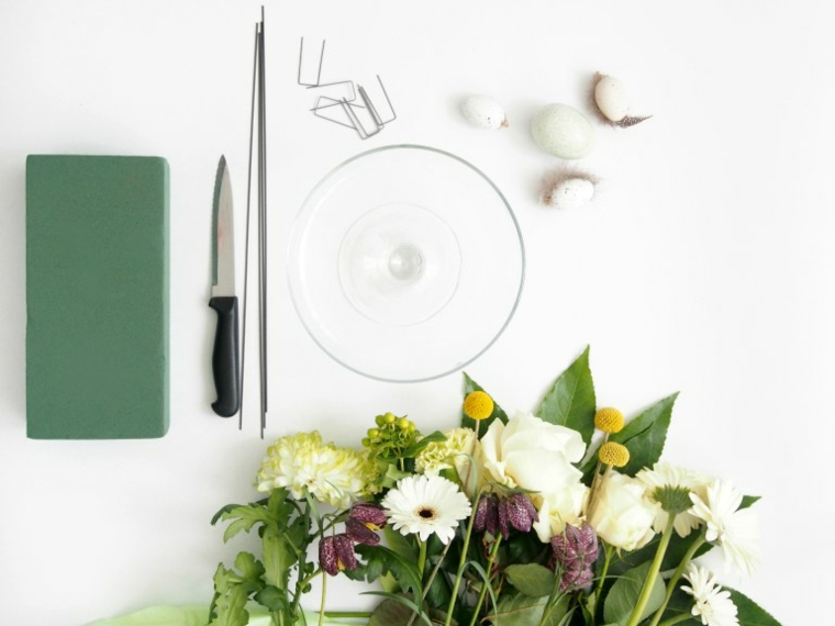 materiale per fare centrotavola di pasqua mazzo di fiori filo di ferro e coltello