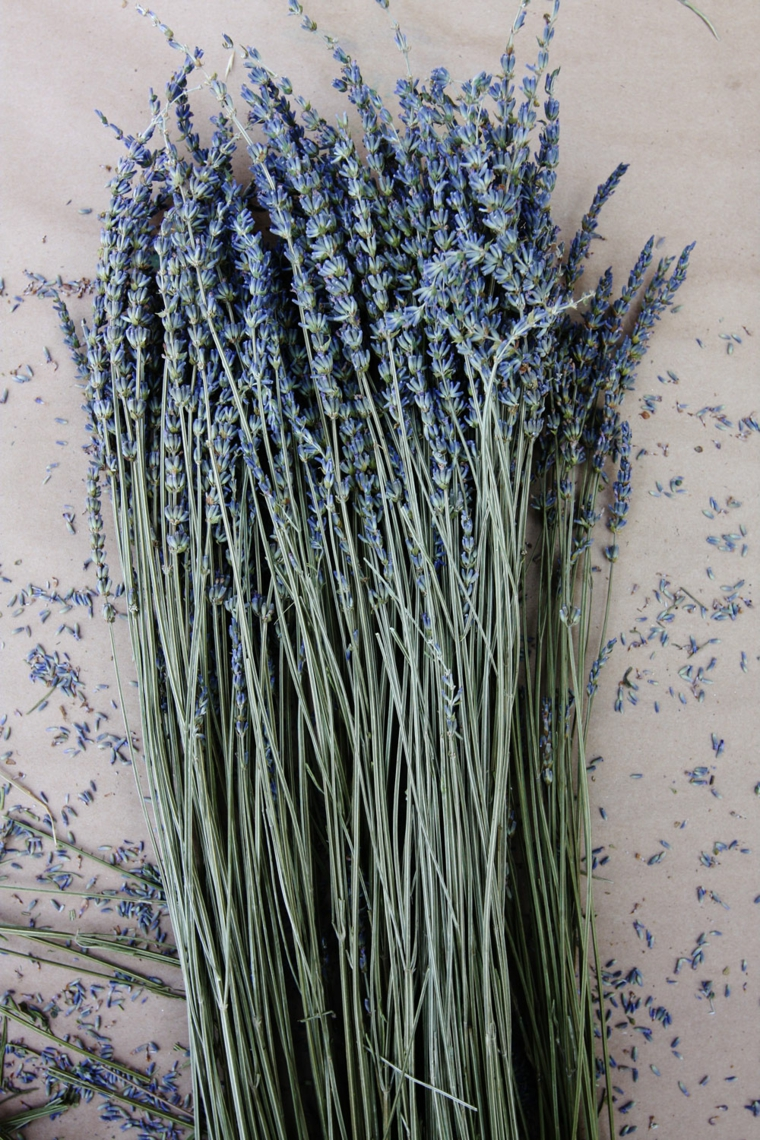 mazzo di fiori di lavanda addobbi pasquali fai da te decorazioni da appendere