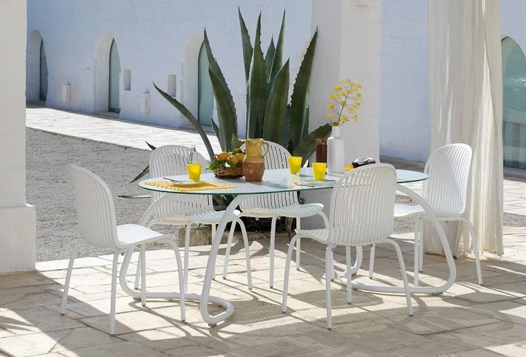mobili colore bianco esterno design moderno