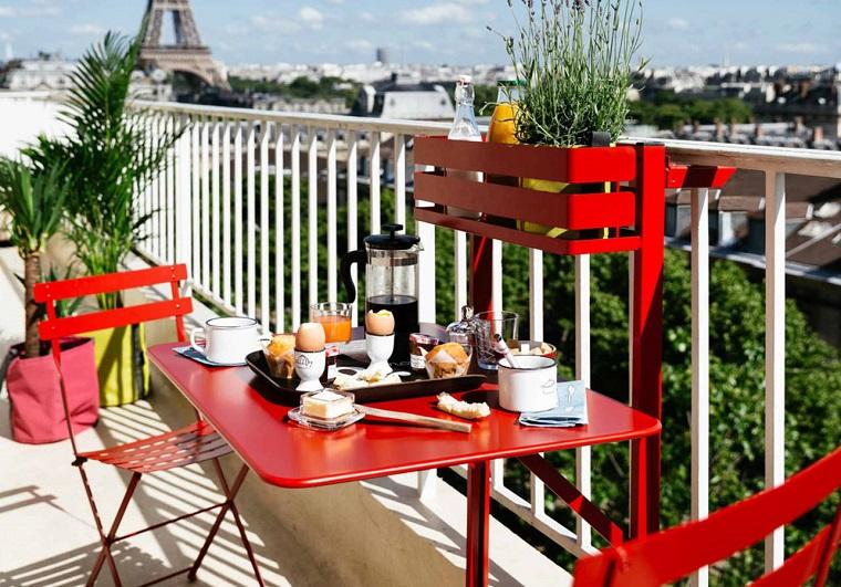 mobili per esterno colore rosso molto eleganti colazione