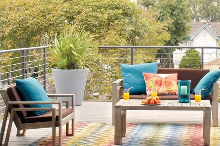 mobili per esterno realizzati legno cuscini bluringhiera
