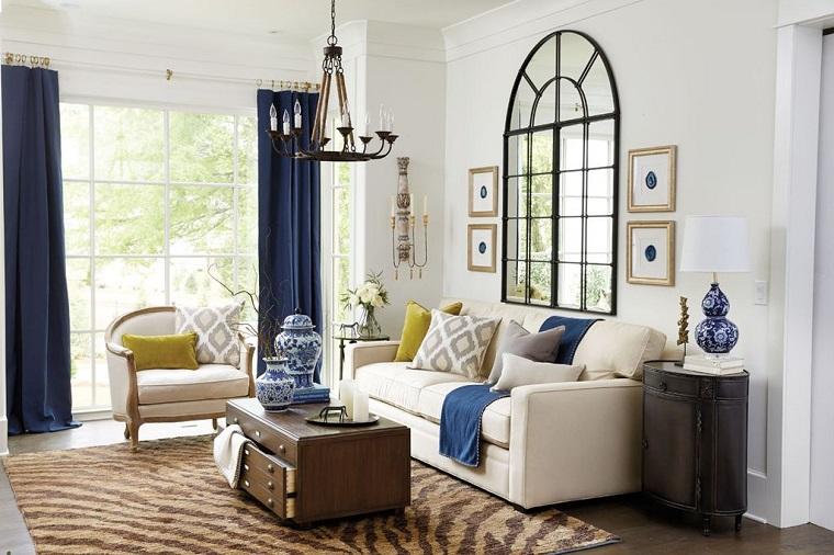 mobili stile contemporaneo tavolino cassetti pelle tende blu