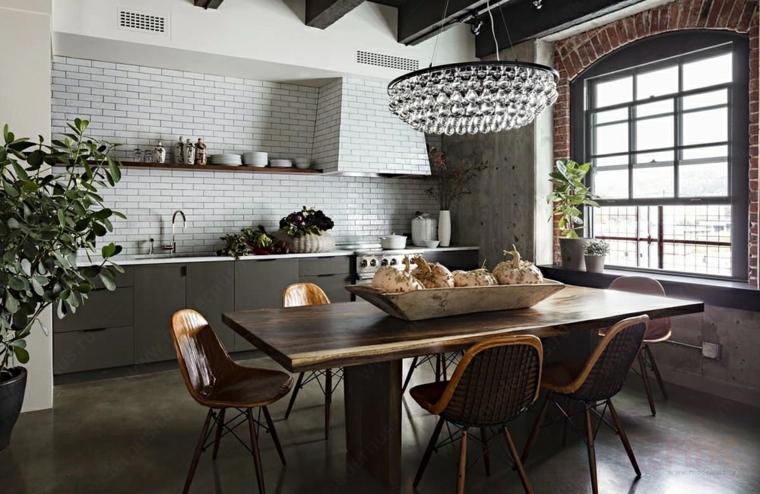 parete con mattoni a vista cucina industrial chic tavolo da pranzo in legno