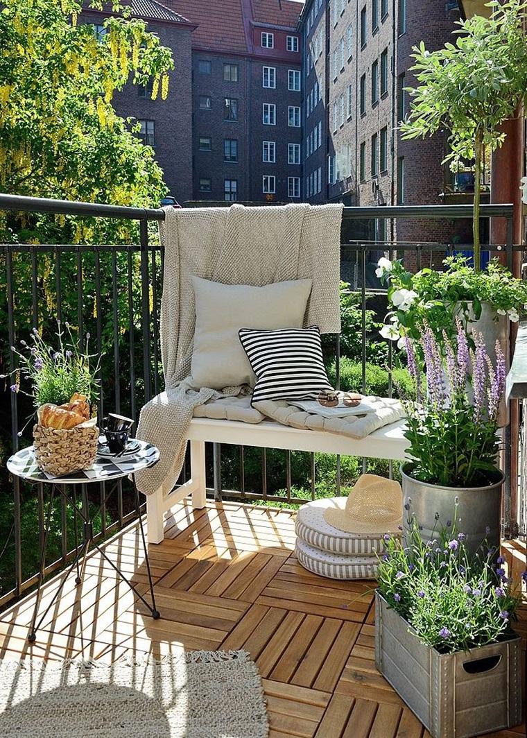 piccolo terrazzo pavimento legno piante