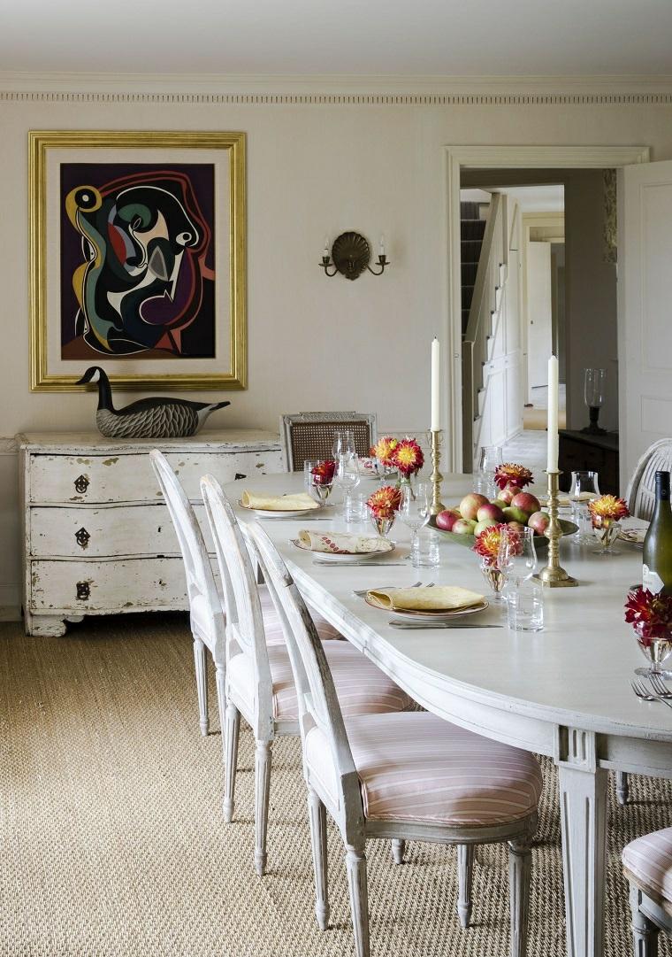 sala da pranzo tavolo di legno lungo pavimento in legno chiaro