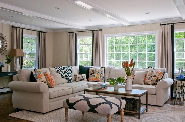 salotto classico divano angolo tavolino basso pouf