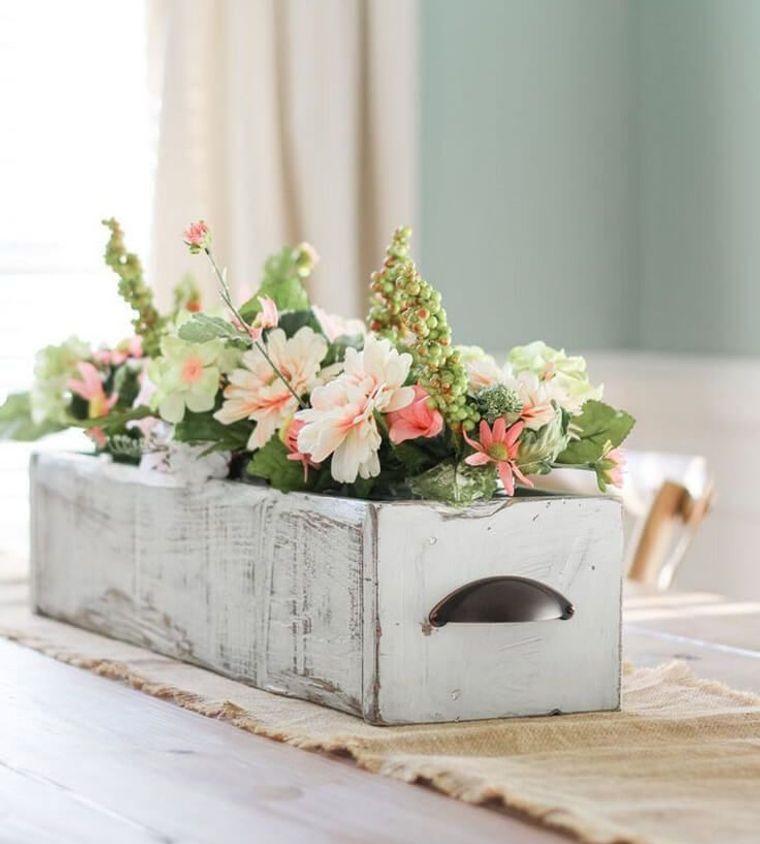 segnaposto pasquali fai da te facili cassetta di legno vintage con fiori