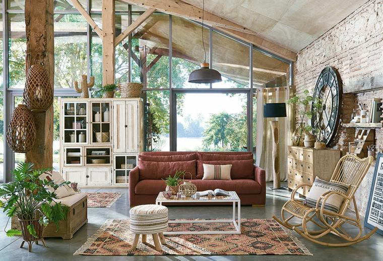 soggiorno stile country chic divano di colore bordeaux sedia dondolo in rattan
