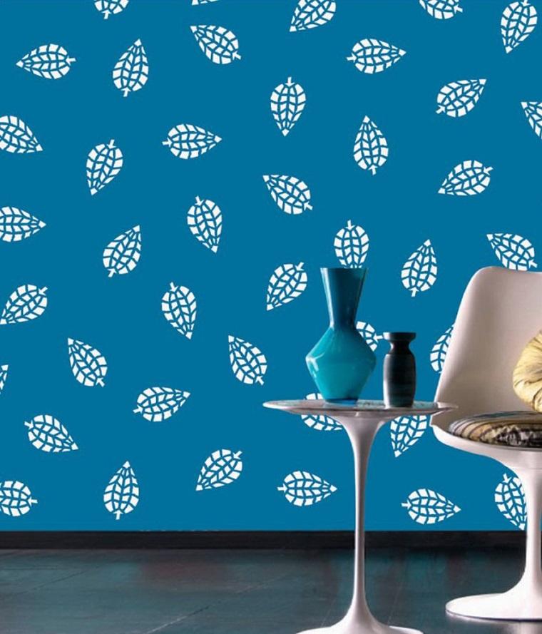 stencil parete decori bianchi sfondo azzurro