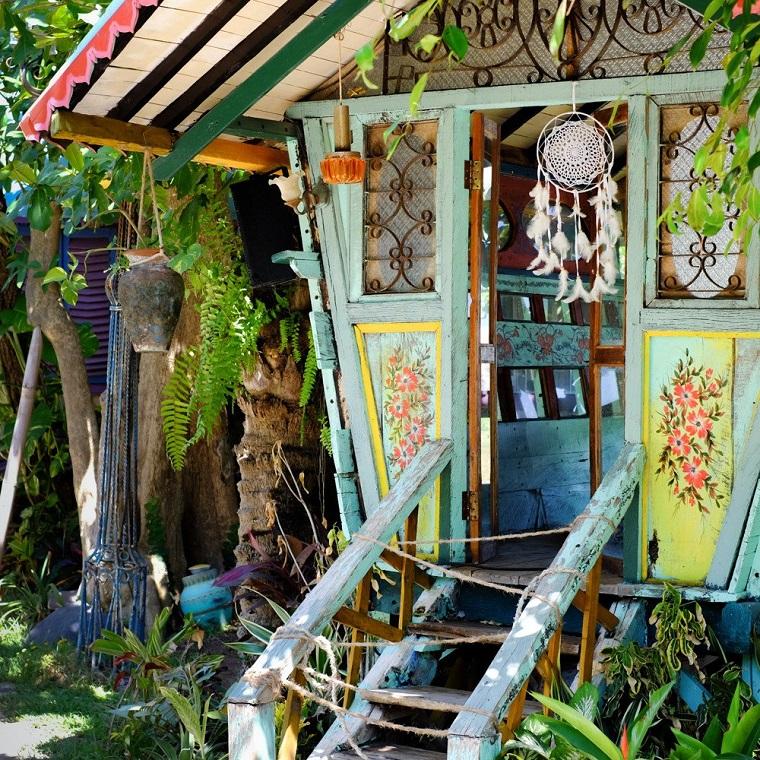 stile hippie casetta legno giardino
