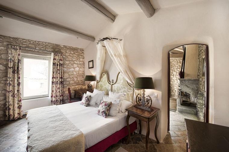 stile provenzale-camera-pareti-muratura