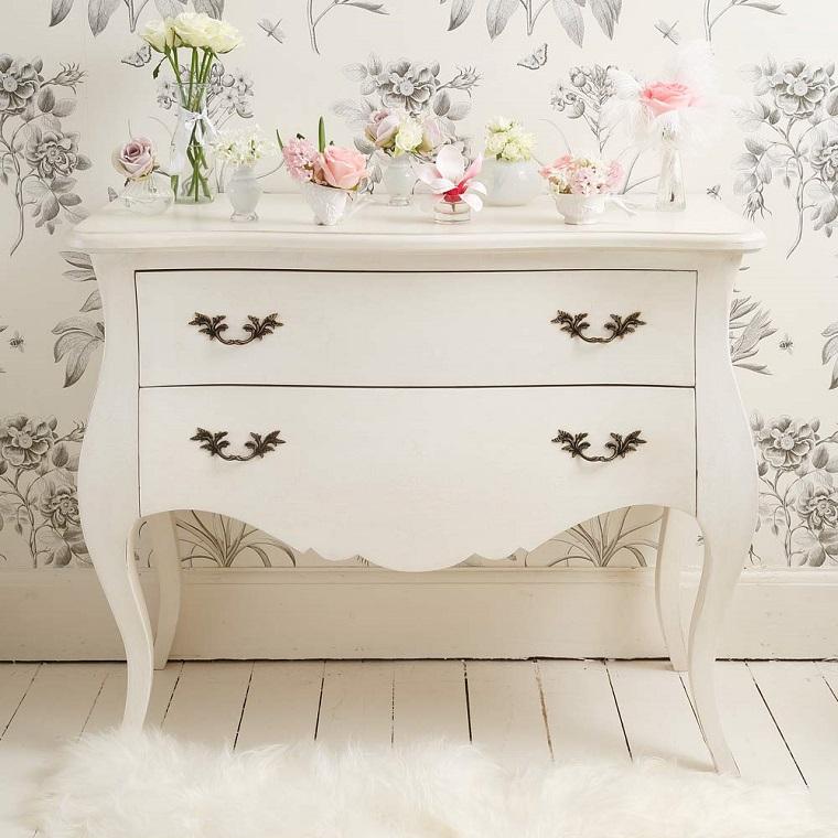 stile provenzale-mobiletto-carata-parati-fiori