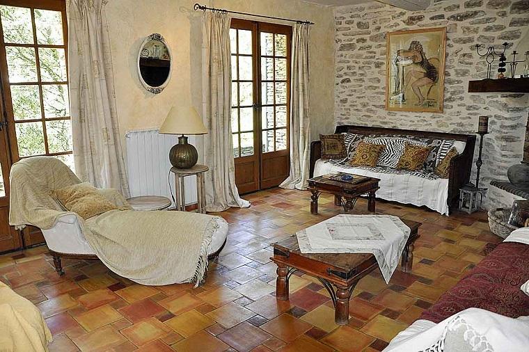 Stile provenzale romanticismo e tocchi rustici per una - Parete attrezzata stile provenzale ...
