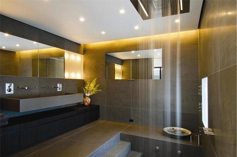 suggerimento particolare arredo bagno doccia ultra moderna