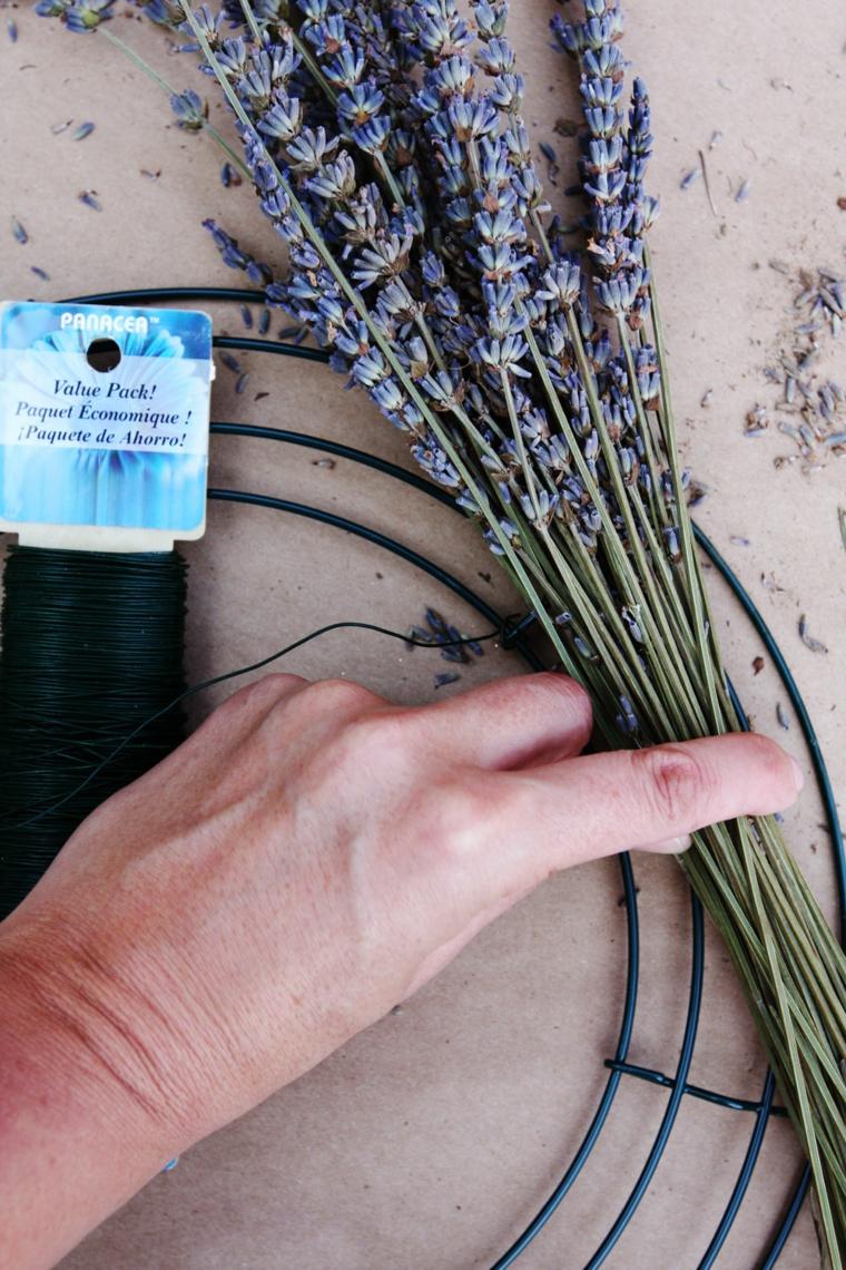 tutorial con anello di metallo e fiori di lavanda lavoretti di pasqua fai da te