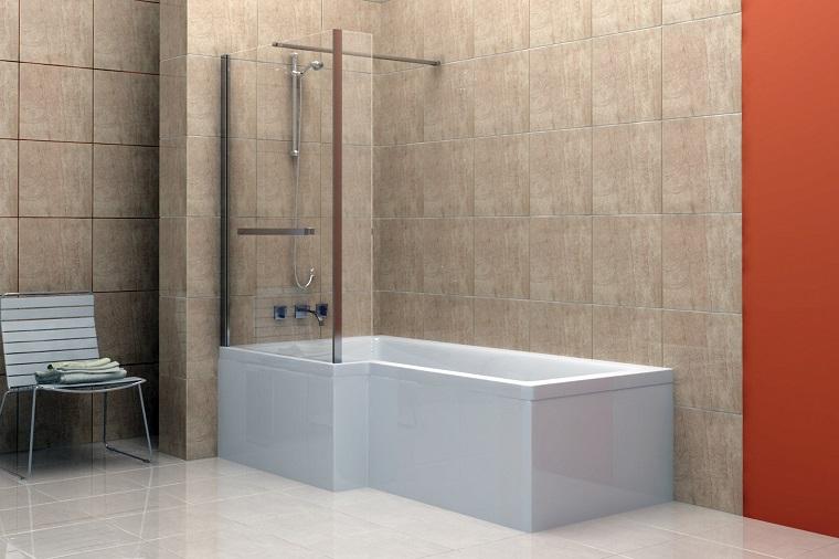 vasca con doccia parte piu ampia