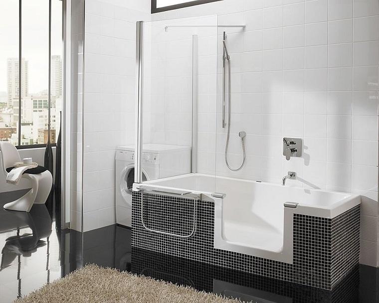 vasca con doccia rivestimento piastrelle nere