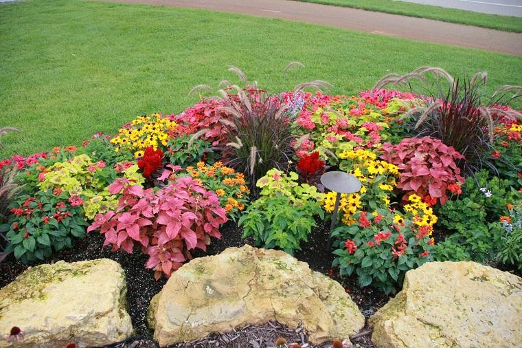 Pietre Da Giardino Per Aiuole : Aiuole per giardino: tante composizioni piene di colori brillanti