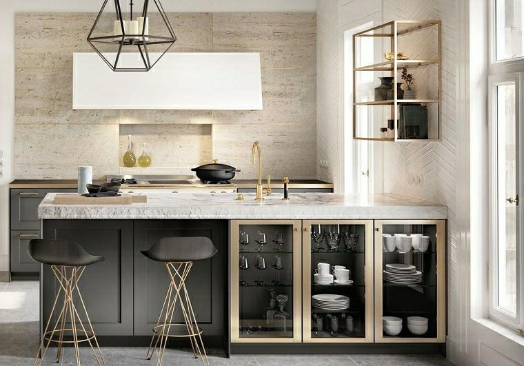 angolo cottura cucina con isola parete con pannello di legno lampadario struttura di metallo esagonale