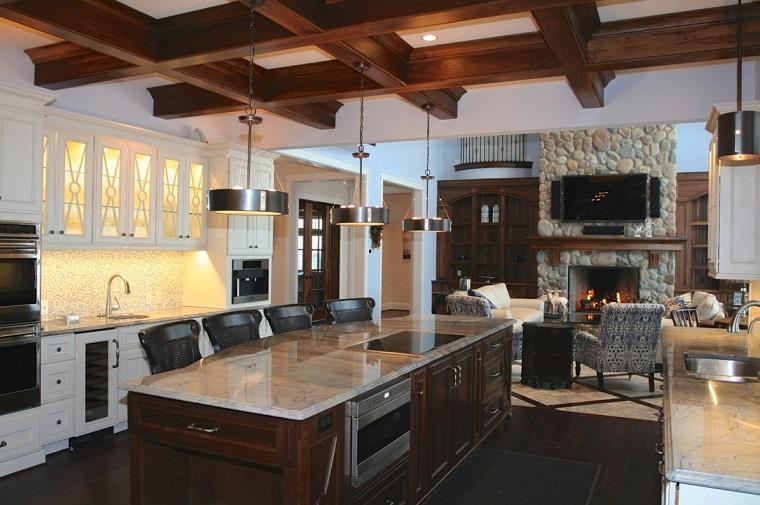arredamento-cucina-rustica-travi-vista-soffitto