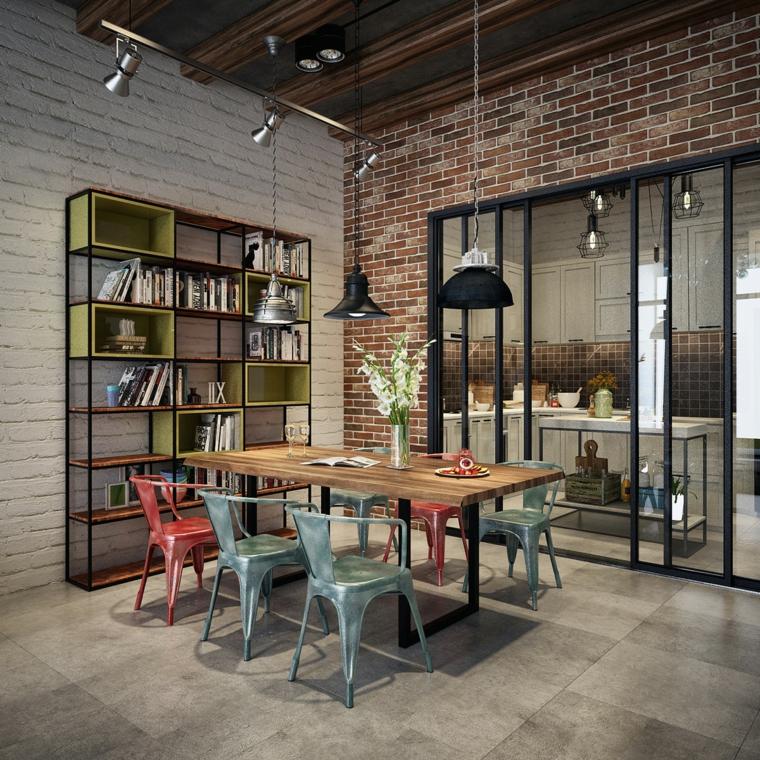 Salotto industrial, sala da pranzo con tavolo di legno e sedie, parete con mattoni a vista