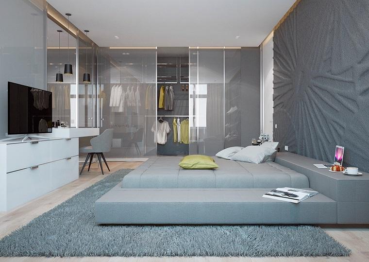 arredare-camera-da-letto-parete-decorata-tappeto-mobili-bianchi