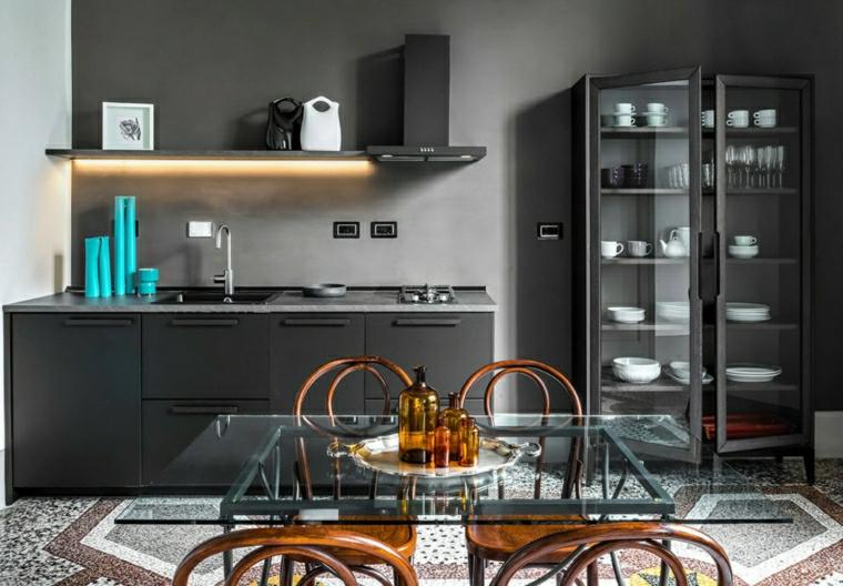 arredare cucina piccola quadrata armadio con porte di vetro tavolo da pranzo in vetro