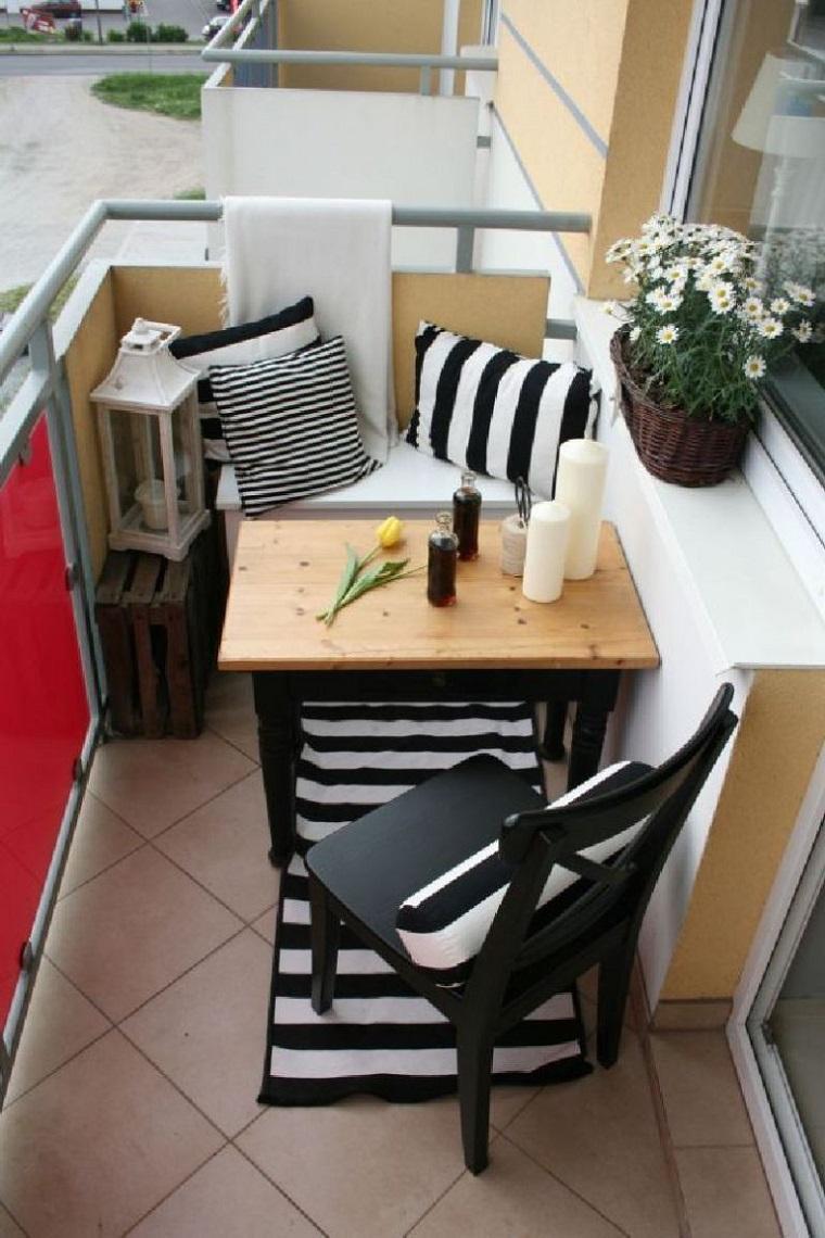 Arredare balcone piccolo tante idee e composizioni for Sedie piccole