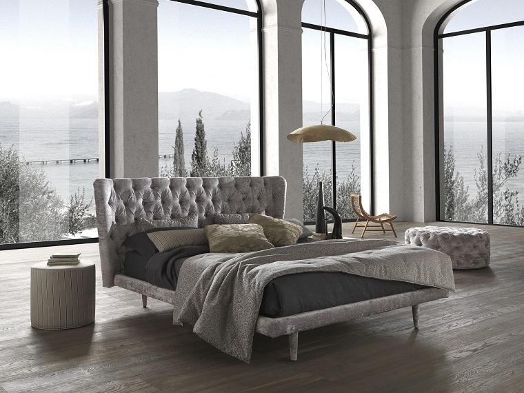 camera da letto grigia-arredamento-stile-classico