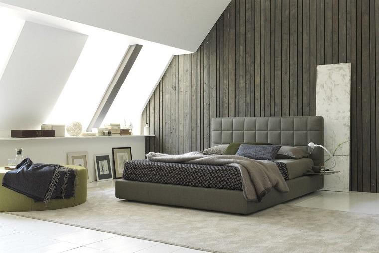 camera da letto grigia-parete-legno-finestre