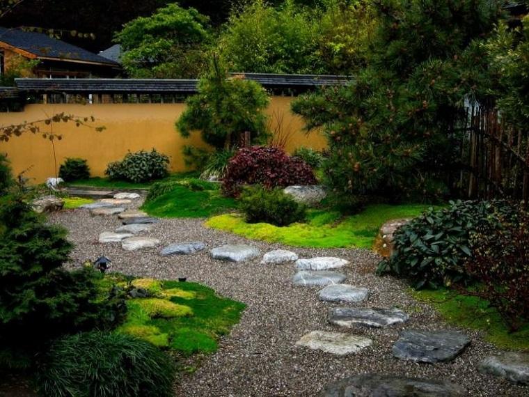 camminamento-realizzato-pezzi-roccia-forma-irregolare