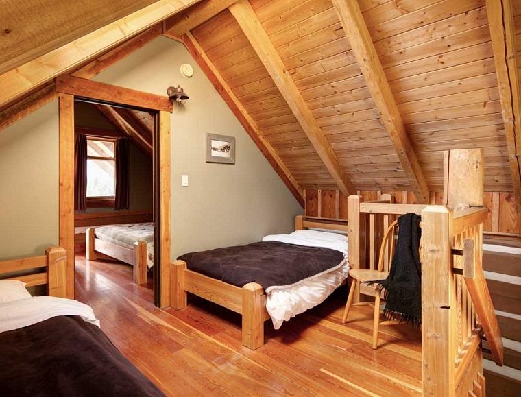 case-in-montagna-camera-letto-legno-chiaro