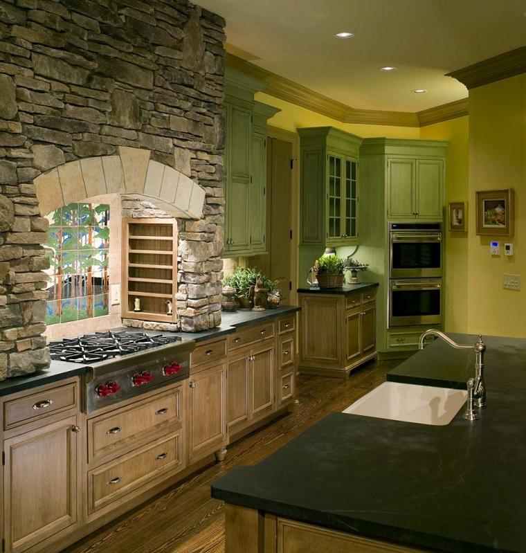 case-in-montagna-cucina-parete-muratura