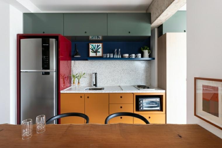 come arredare una cucina piccola tavolo da pranzo di legno con due sedie