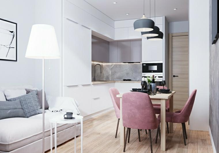 cucina ad angolo con penisola divano con tavolino basso monolocale con pavimento parquet
