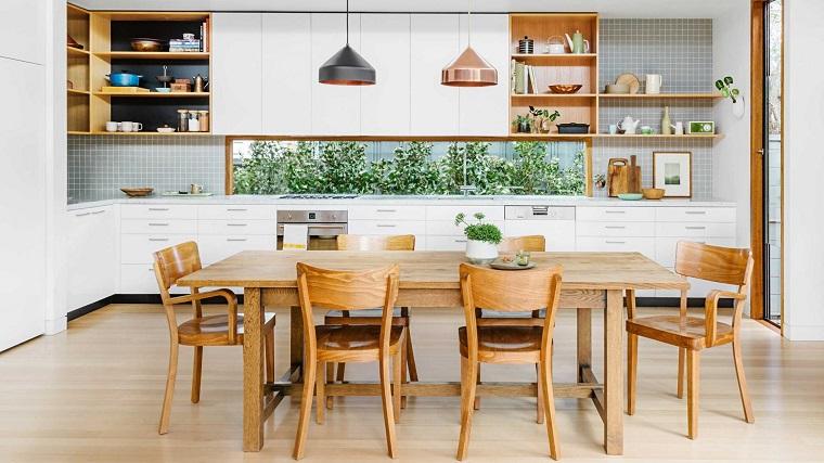 Mensole per cucina: piani dappoggio per attrezzare le pareti