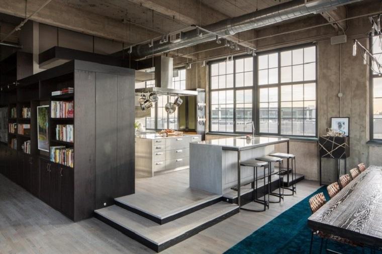 Cucina stile industriale fai da te, open space con tavolo da pranzo e cucina