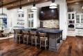 Cucina rustica: legno, pietra ma anche dei tocchi moderni